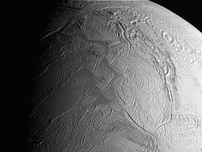 Ученые оценили пригодность океанов Энцелада для жизни