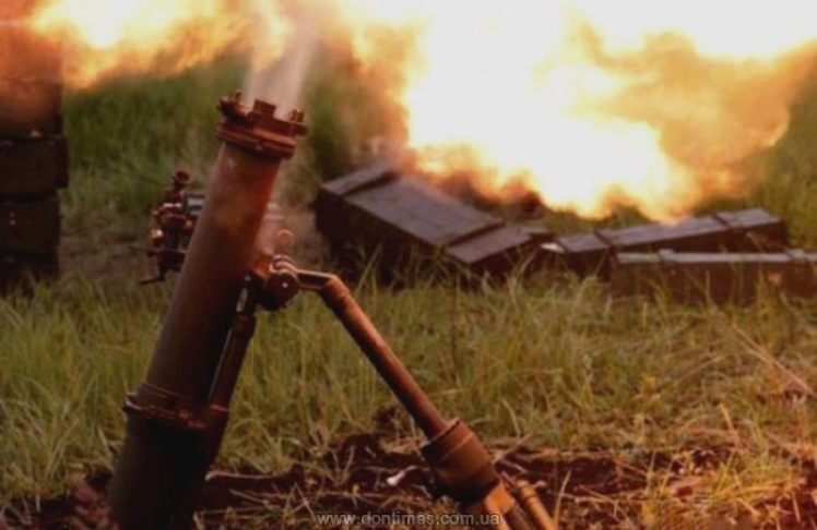 Силовики засутки обстреляли поселки 230 раз— ДНР впламени
