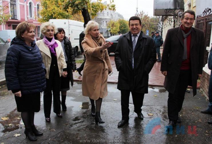 Кровь сушей: Кобзон дал концерт вЛуганске