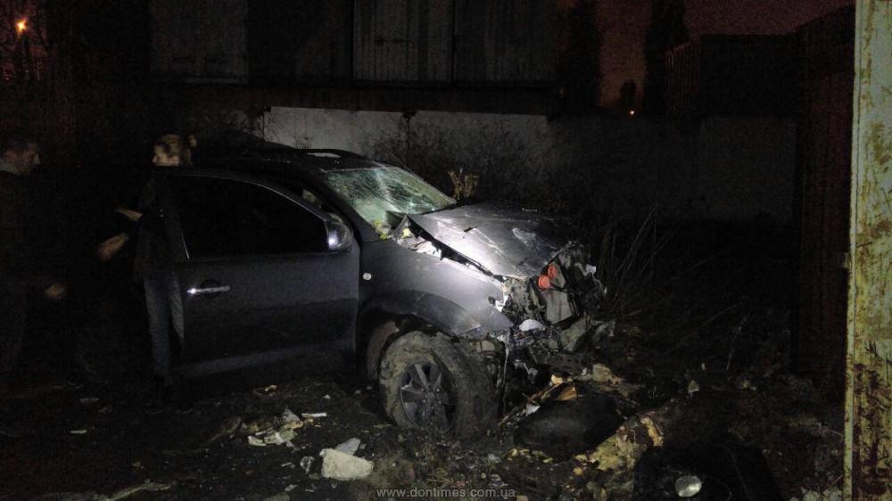 ВХарькове нетрезвый шофёр протаранил бетонный забор