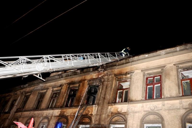 ВОдессе cотрудники экстренных служб устранили пожар водной изквартир трехэтажного дома